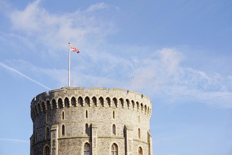 Bandeira de Union Jack na parte superior do castelo de Inglaterra foto de stock royalty free