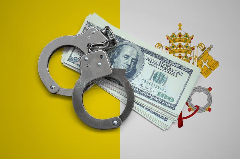 Bandeira de Vatican City State com algemas e um pacote de dólares Corrupção da moeda no país crimes financeiros fotos de stock royalty free