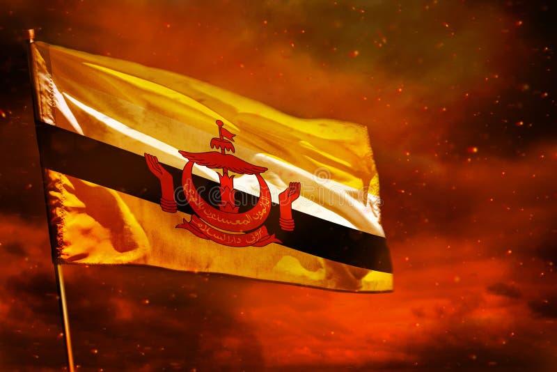 Bandeira de vibração de Brunei Darussalam Darussalam no céu do vermelho carmesim com fundo das colunas do fumo Incomoda o conceit fotos de stock