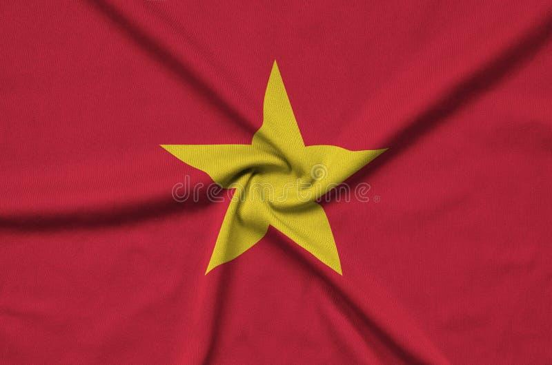 A bandeira de Vietname é descrita em uma tela de pano dos esportes com muitas dobras Bandeira da equipe de esporte imagem de stock royalty free