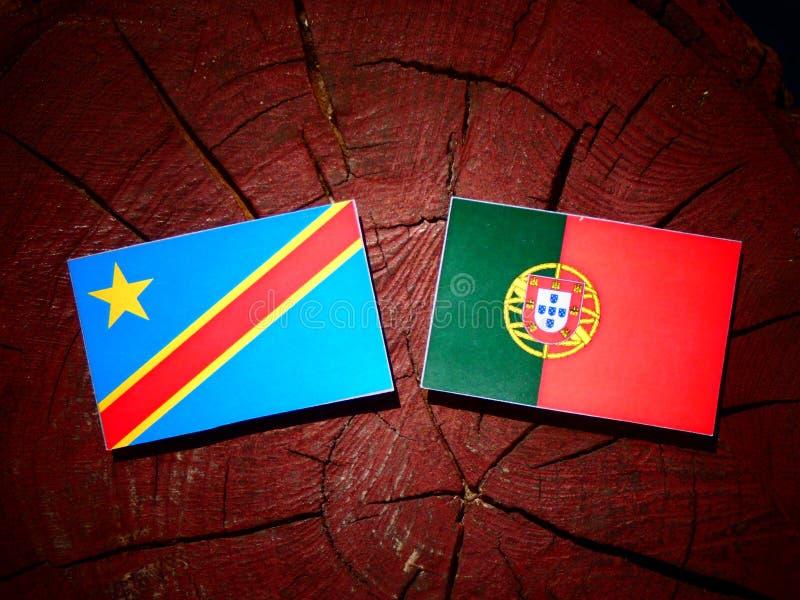 Bandeira Democrática da República Democrática do Congo com a bandeira portuguesa na imagem de stock royalty free