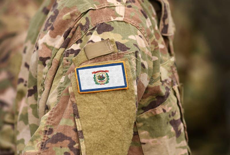 Bandeira do Estado da Virgínia Ocidental sobre uniforme militar Estados Unidos EUA, exército, soldados Colagem imagens de stock
