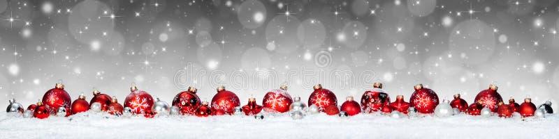 Bandeira do Natal - esferas vermelhas imagens de stock royalty free