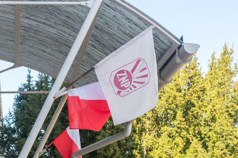 Bandeira do polonês polonês da união de professores: Zwiazek Nauczycielstwa Polskiego Bandeira da união de ZNP imagens de stock