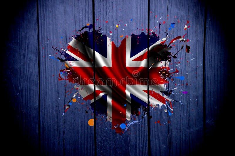 Bandeira do Reino Unido na forma de um coração em um fundo escuro foto de stock royalty free