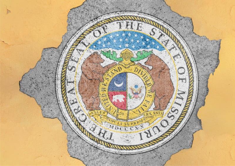 Bandeira do selo de Missouri do estado de E.U. pintada no furo concreto e em parede rachada imagens de stock royalty free