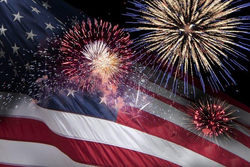 Bandeira dos E.U. com fogos-de-artifício foto de stock royalty free