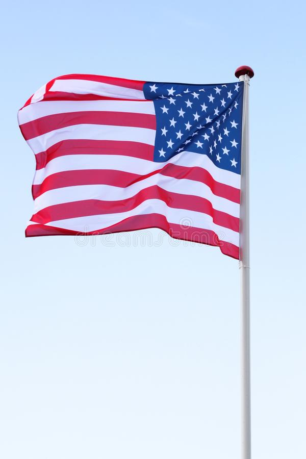 Bandeira dos EUA no céu fotos de stock royalty free