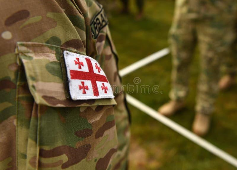 Bandeira Georgian do remendo no braço dos soldados Tropas de Geórgia foto de stock