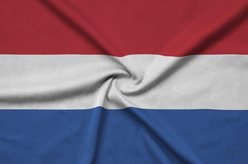 A bandeira holandesa é descrita em uma tela de pano dos esportes com muitas dobras Bandeira da equipe de esporte foto de stock royalty free