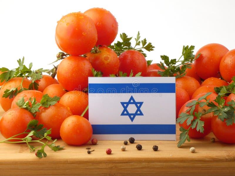 Bandeira israelita em um painel de madeira com os tomates isolados em um branco imagem de stock