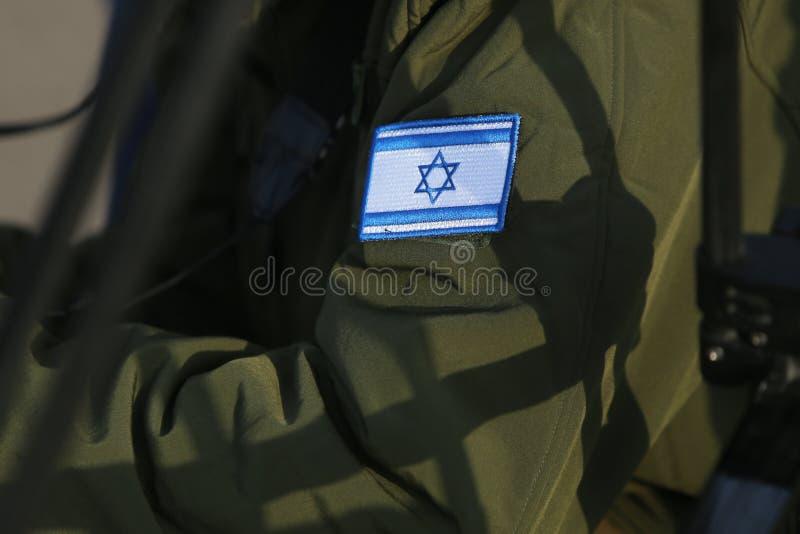 Bandeira israelita em um uniforme militar do médico fotografia de stock royalty free