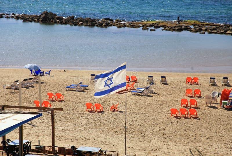 Bandeira israelita na praia, Tel Aviv imagens de stock royalty free
