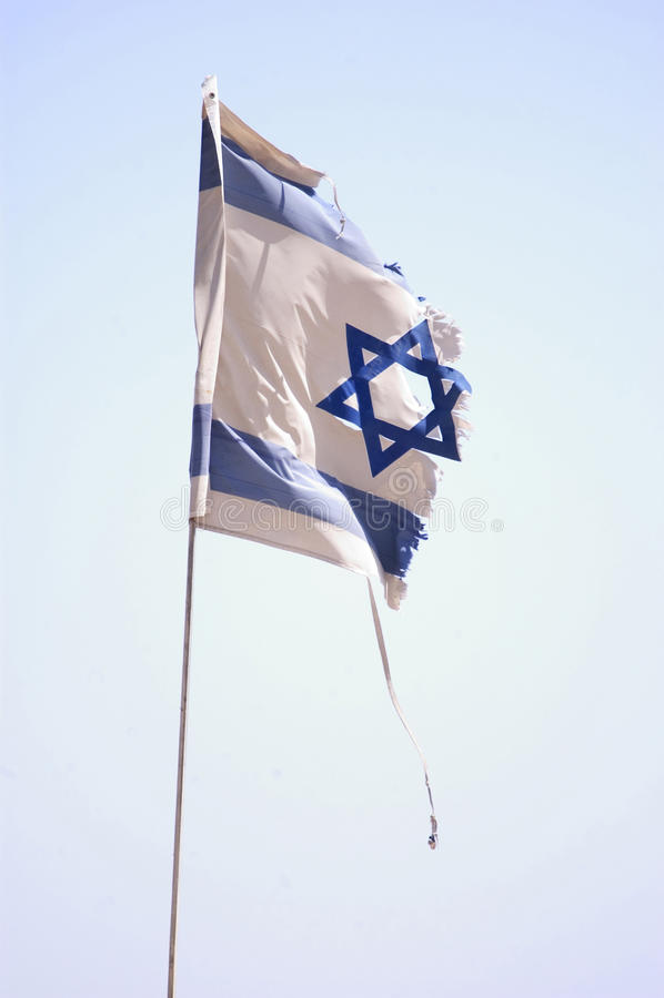Bandeira israelita rasgada imagem de stock royalty free