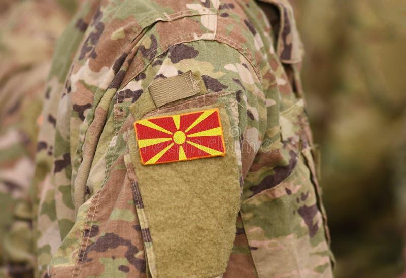 Bandeira jugoslava anterior de Macedônia a República da Macedônia no soldie foto de stock