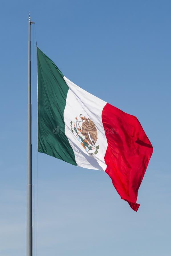 Bandeira mexicana de ondulação gigante foto de stock royalty free