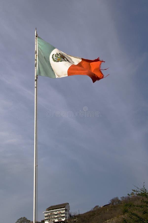 Bandeira mexicana em Zihuatanejo fotografia de stock royalty free