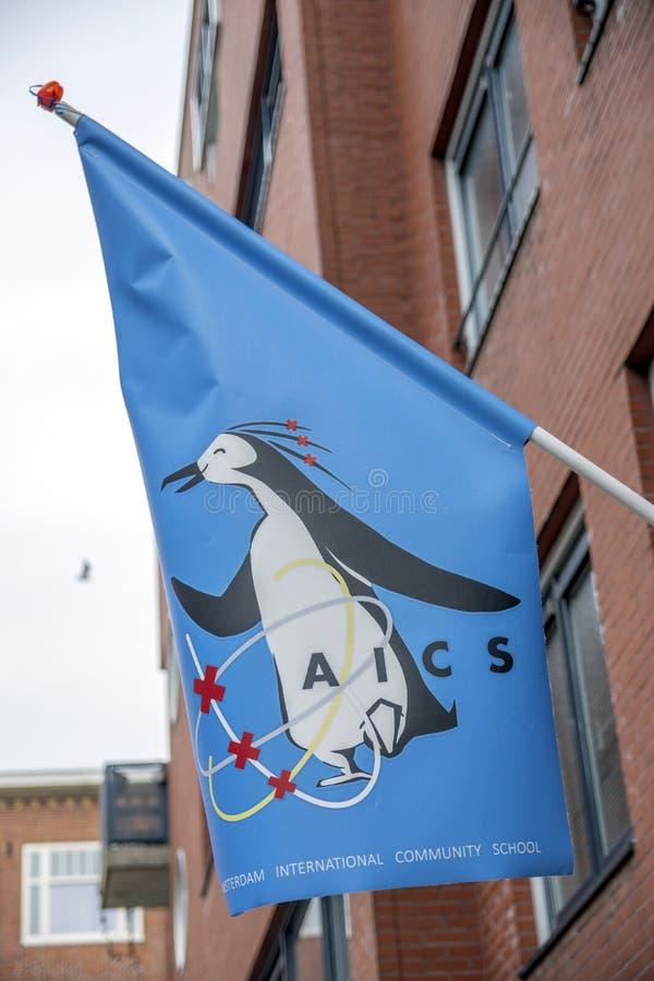 Bandeira na escola comunitária internacional de Amsterdão em Amsterdão os Países Baixos 2019 foto de stock royalty free