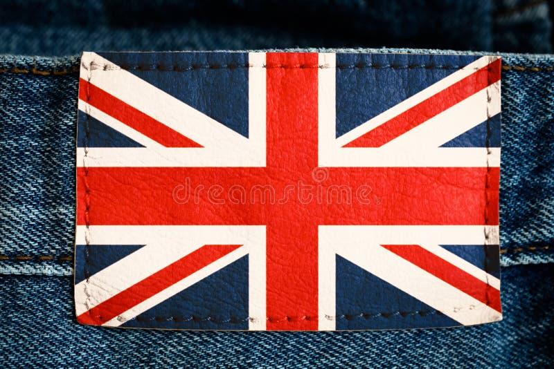 Bandeira nacional BRITÂNICA de Reino Unido da etiqueta de couro da etiqueta das calças de brim em cores brancas vermelhas azuis s foto de stock royalty free