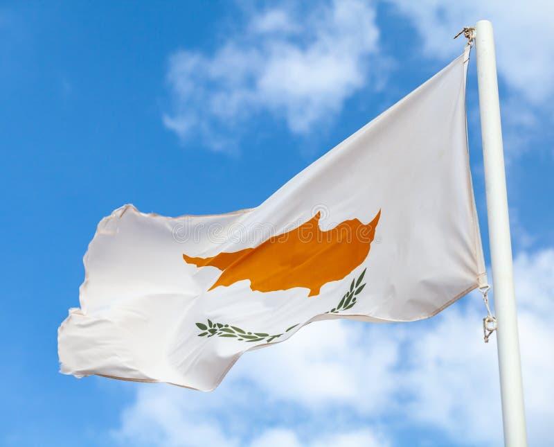 Bandeira nacional de Chipre que acena no vento fotografia de stock royalty free