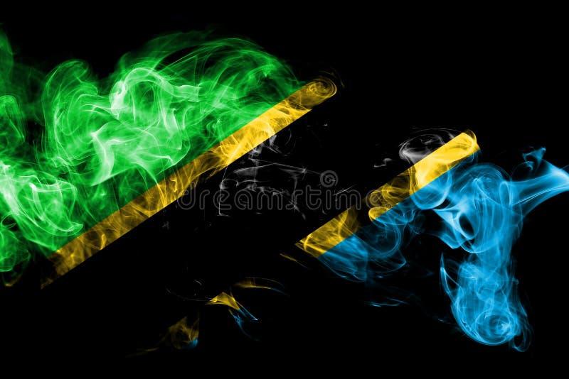 A bandeira nacional de Tanzânia fez do fumo colorido no fundo preto Fundo de seda abstrato da onda imagens de stock royalty free