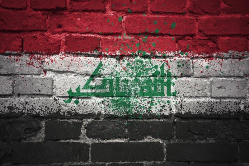 Bandeira nacional pintada de Iraque em uma parede de tijolo fotos de stock royalty free