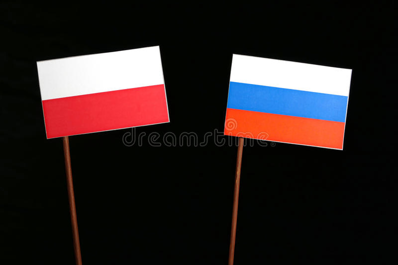 Bandeira polonesa com a bandeira do russo no preto fotos de stock