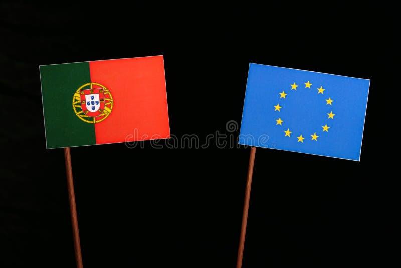 Bandeira portuguesa com a bandeira da UE da União Europeia no preto imagens de stock royalty free