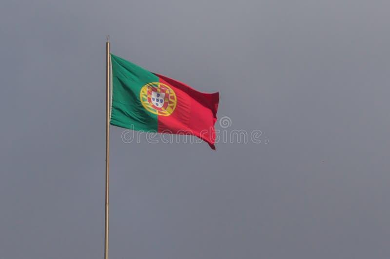 Bandeira portuguesa de ondulação imagem de stock royalty free