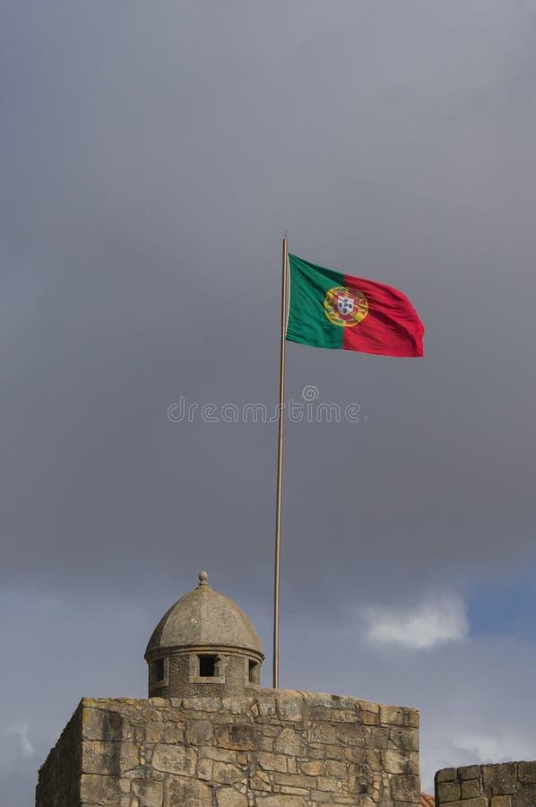 Bandeira portuguesa de ondulação fotos de stock royalty free