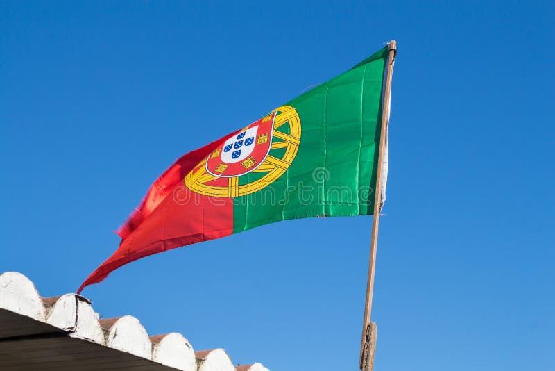 Bandeira portuguesa e um céu azul imagem de stock royalty free