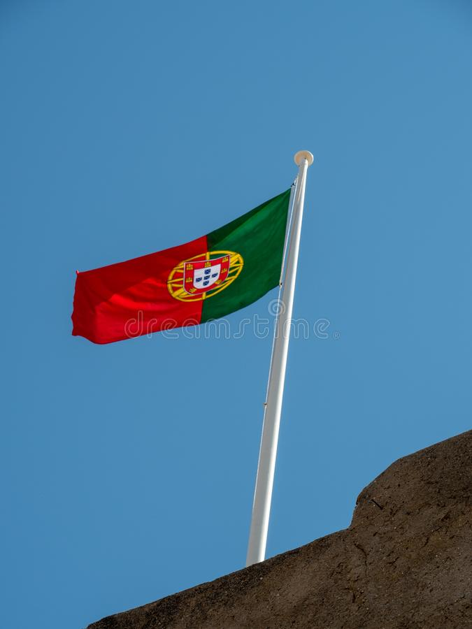 Bandeira portuguesa em Castro Marim Castle foto de stock royalty free