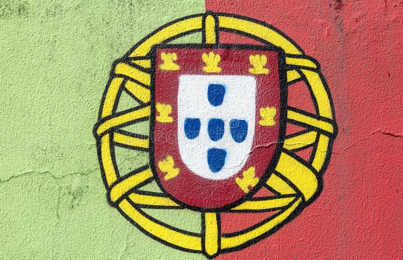 Bandeira portuguesa pintado à mão em uma parede imagens de stock
