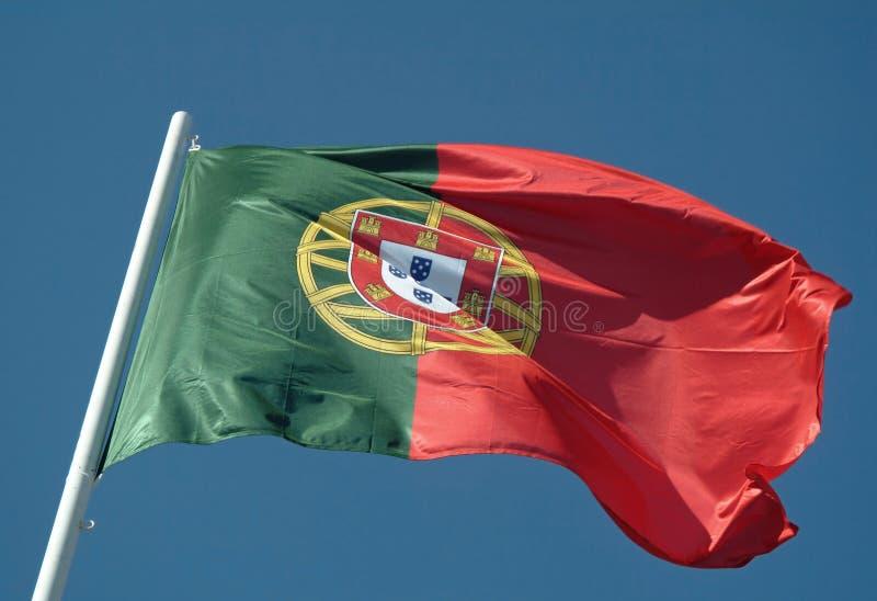 Bandeira portuguesa que acena ao vento imagem de stock royalty free
