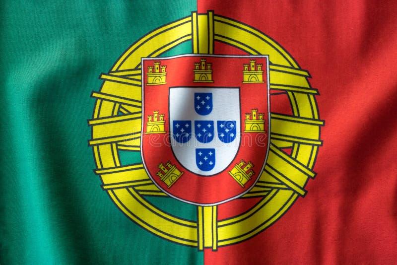 Bandeira portuguesa que acena de cima da vista imagens de stock