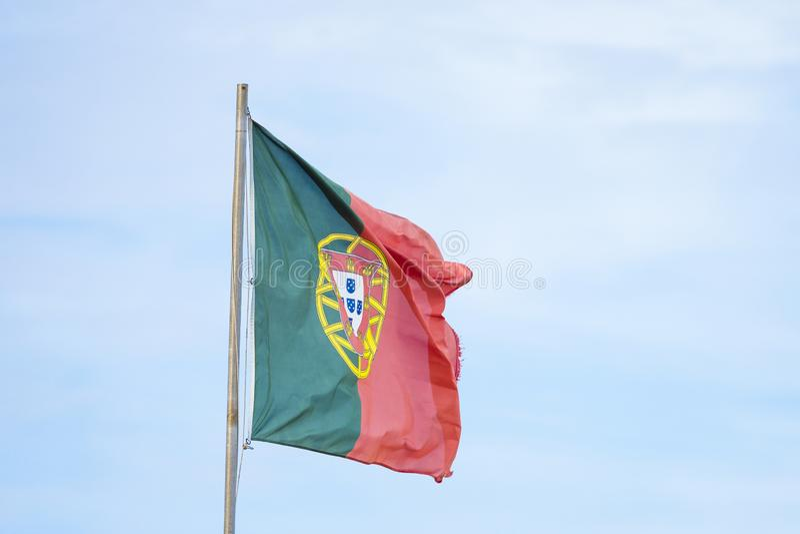 Bandeira portuguesa que acena no forte vento fotografia de stock royalty free