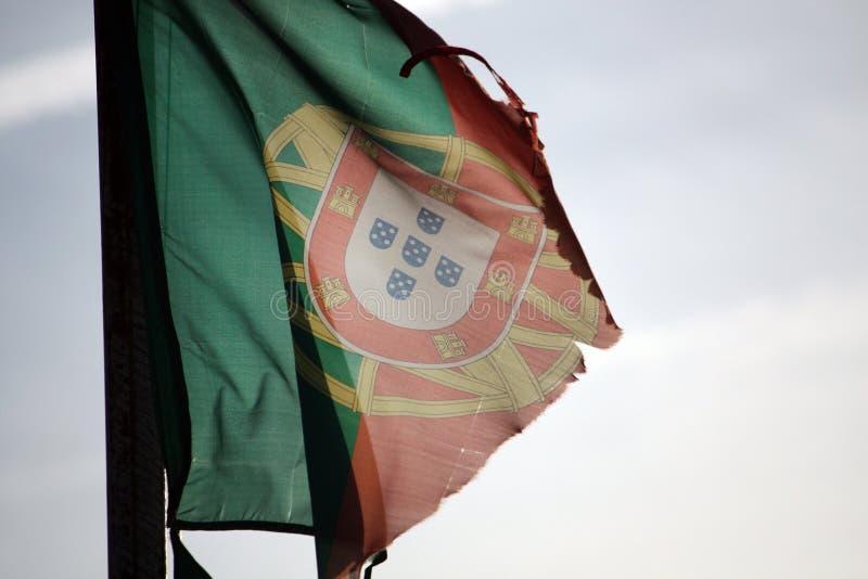Bandeira portuguesa rasgada fotos de stock