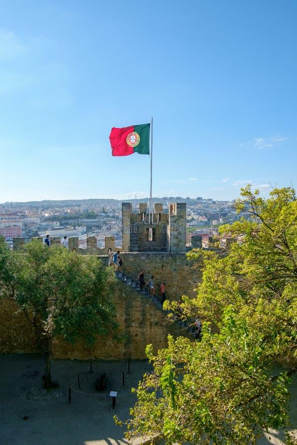 Bandeira portuguesa sobre Lisboa fotografia de stock royalty free