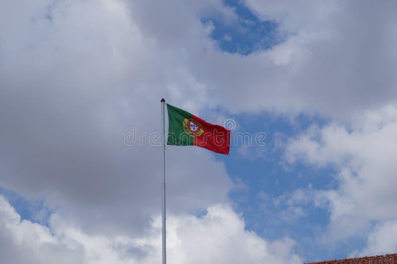 Bandeira portuguesa - vista de uma distância - opinião de plano fotos de stock royalty free