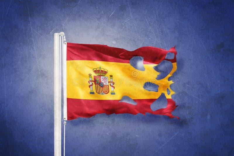 Bandeira rasgada do voo da Espanha contra o fundo do grunge imagem de stock