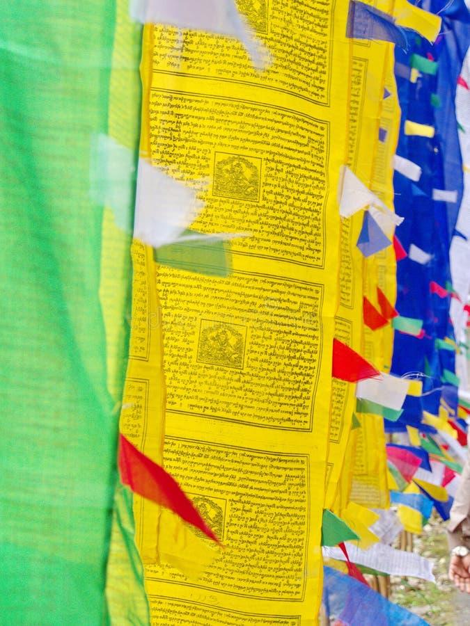 Bandeira tibetana da oração para a fé, a paz, a sabedoria, a piedade, e o st fotografia de stock