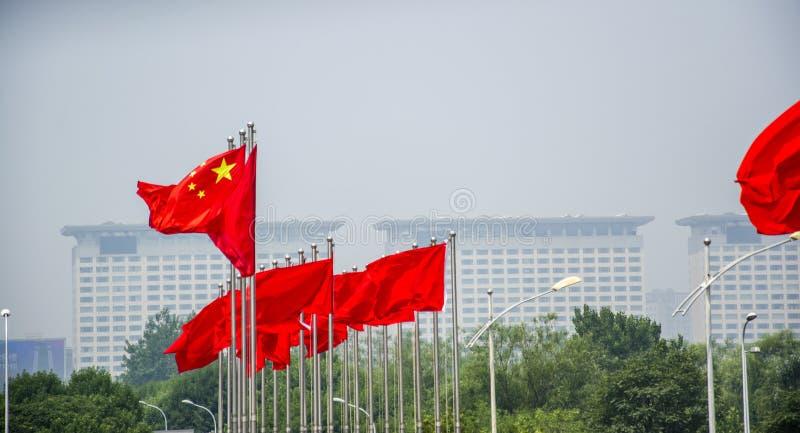 Bandeira vermelha de cinco estrelas com construção fotos de stock