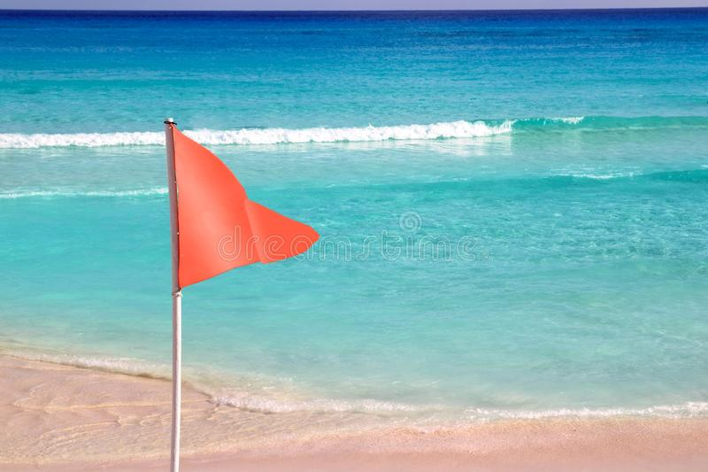 Bandeira Vermelha Perigosa No Sinal Do Mar Da Praia Fotos de Stock Royalty Free