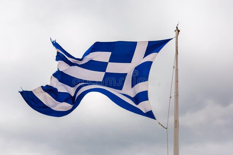 Bandeira vibrante nacional do azul e a branca do voo de ondulação de vibração de Grécia no vento no mastro de bandeira imagem de stock royalty free