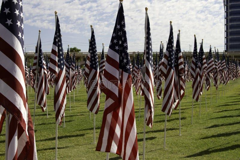911 bandeiras americanas do campo cura memorável fotografia de stock