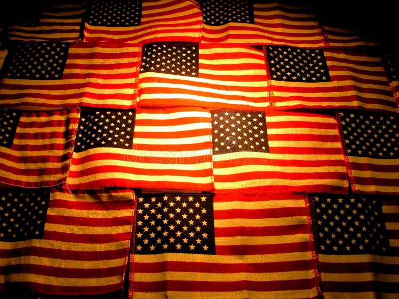 Bandeiras americanas que contrastam a iluminação fotografia de stock royalty free