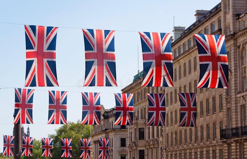 Bandeiras britânicas - Regent Street - mim - Londres fotografia de stock royalty free