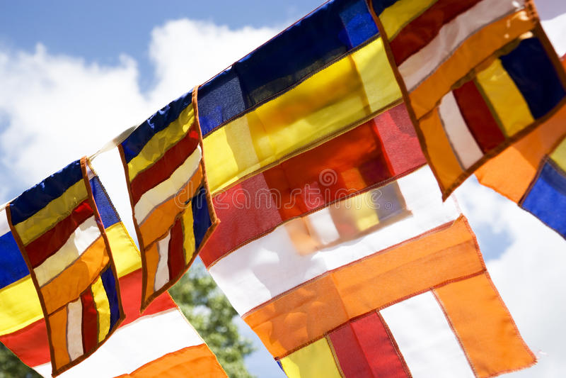 Bandeiras budistas, Anuradhapura, Sri Lanka fotos de stock royalty free