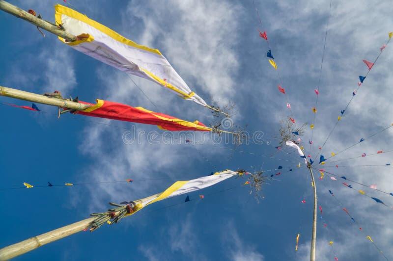 Bandeiras budistas da oração em Nepal imagens de stock