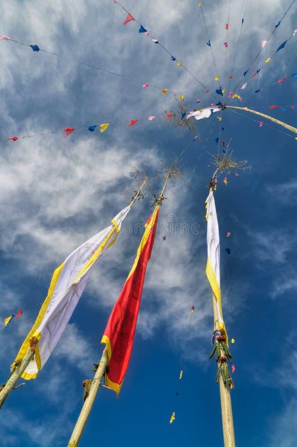 Bandeiras budistas da oração em Nepal fotografia de stock royalty free